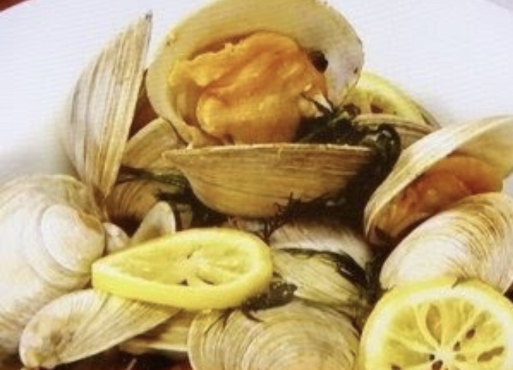ホンビノス貝のレモンウイスキー蒸し