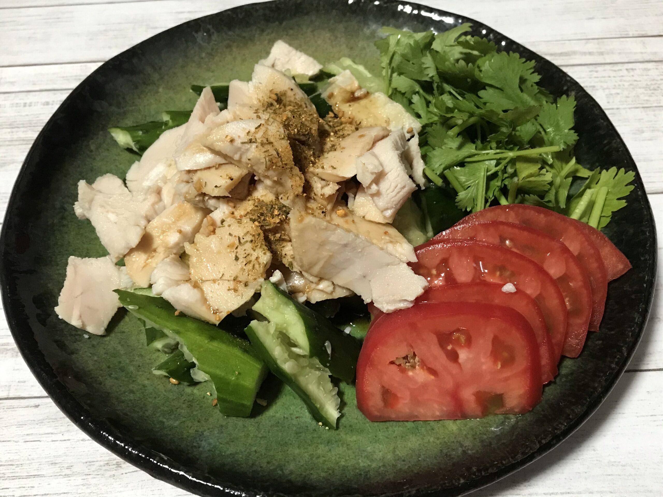 茹で鶏とたたききゅうりのサラダ